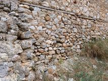 Mur très vieux de mortier de roche et de boue, Galaxidi, Grèce photographie stock