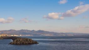 Mura di cemento, protezione dell'onda e viste della baia Immagine Stock