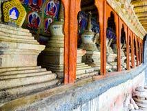 Mura di cinta di Leh con gli stupas fotografie stock libere da diritti