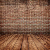 Mura di mattoni concreti e pavimento di legno per testo e fondo Immagini Stock