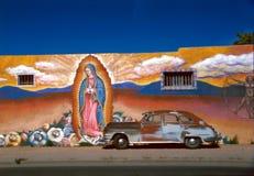 Mural con el coche viejo foto de archivo