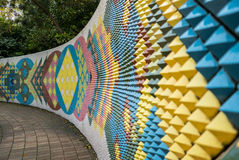 Mural de cerámica moderno colorido de la pared en Tokoname imágenes de archivo libres de regalías
