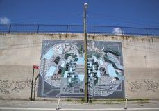 Mural gigante anticuado icónico del artista Chris Soria en el proyecto mural de la calle de la India en Brooklyn imágenes de archivo libres de regalías