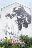 Murale dell'astronauta in Kreuzberg Immagini Stock Libere da Diritti