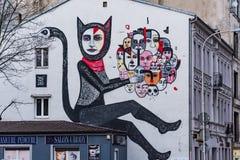 Murale di arte della via a Lodz, all'angolo della via di Tuwima e di Sienkiewicza, la Polonia fotografia stock libera da diritti