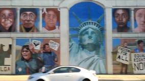 Murale di Filadelfia, immigrazione, Pensilvania, U.S.A. archivi video