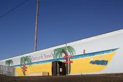Murale di una barca sulla diga alla spiaggia di accordo, Canvey Island, Fotografia Stock