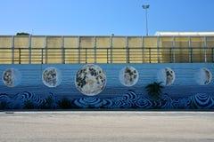 Murales σε έναν τοίχο με το χρώμα των φάσεων φεγγαριών ` s στοκ εικόνες