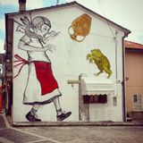 Murales маленькой девочки и лягушки Стоковое Изображение