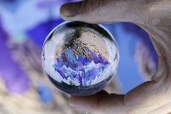 Murales mit Schablonengebrauch in Airola Italien in einem chrystal Ball Lizenzfreie Stockfotografie