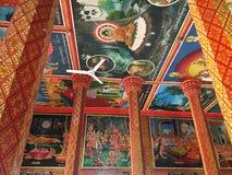 Murali al tempio di Wat Preah Prom Rath in Siem Reap, Cambogia fotografia stock libera da diritti