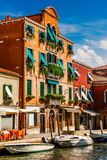 Murano在威尼斯意大利古老的房子里 库存图片