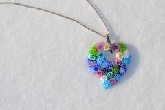 Murano在雪的心脏项链 库存图片