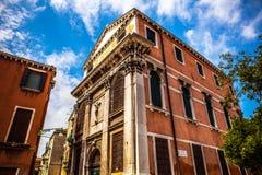 MURANO,意大利- 2016年8月19日:著名建筑纪念碑和老中世纪大厦特写镜头五颜六色的门面  免版税库存图片