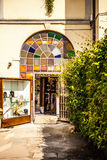 MURANO,意大利- 2016年8月19日:著名建筑纪念碑和老中世纪大厦特写镜头五颜六色的门面  库存图片