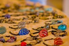 MURANO,意大利- 2015年6月16日:Colorfull bracalet在Murano的Al的小卖部jewerly是手工制造的 库存图片