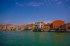 MURANO, ΙΤΑΛΊΑ - 16 ΙΟΥΝΊΟΥ 2015: Θεαματική άποψη της πόλης Murano από τη θάλασσα, παραδοσιακό arquitecture Στοκ φωτογραφίες με δικαίωμα ελεύθερης χρήσης