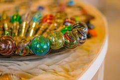 MURANO, ΙΤΑΛΊΑ - 16 ΙΟΥΝΊΟΥ 2015: Colorfull και αρχικό πώμα κρασιού, χειροτεχνία σε Murano στοκ φωτογραφίες