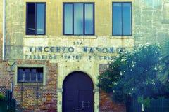 老入口和大厦 玻璃工厂在Murano,意大利 免版税库存照片