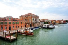 Murano - Canale, estação da balsa de Murano a Dinamarca Mula, Veneza, Itália foto de stock royalty free