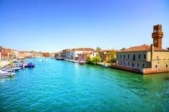 Murano glaseiland, waterkanaal en gebouwen Venetië, I stock fotografie