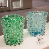 Murano glass vaser på skärm på HOMI, internationell show för hem i Milan, Italien Arkivfoton