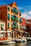 Murano i Venedig Italien det urgammala huset Arkivbilder