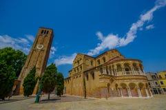 MURANO, ITÁLIA - 16 DE JUNHO DE 2015: Vista espetacular em um dia ensolarado da catedral de Murano s, Santa Maria e San Donato co Imagens de Stock Royalty Free