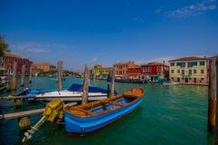 MURANO ITALIEN - JUNI 16, 2015: Trevlig och härlig bild i den Murano hamnen med den stora sikten av staden som är traditionell Fotografering för Bildbyråer