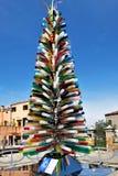 Murano, près de Venise, l'Italie Arbre de Noël fait de tubes de verre colorés L'inscription photos libres de droits