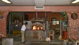 Muranoeiland - glasfabriekbinnenkant - de Lagune van Venetië, Italië Royalty-vrije Stock Foto