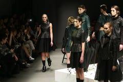 Murat Aytulum Catwalk στην εβδομάδα Ιστανμπούλ μόδας της Mercedes-Benz στοκ φωτογραφίες