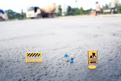 Muratori (miniatura) sul pavimento di calcestruzzo Fotografie Stock Libere da Diritti