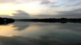 Murayama behållare eller Tama sjö på skymning stock video