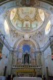 Murazzano (Cuneo): den kyrkliga inre moder två för färgdotterbild royaltyfria foton
