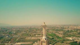 MURCIA, SPANIEN - 24. SEPTEMBER 2018 Vogelperspektive der Statue von Christus stock video