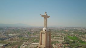 MURCIA, SPANJE - SEPTEMBER 24, 2018 Standbeeld van Christus, satellietbeeld stock videobeelden