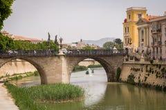 MURCIE, ESPAGNE - 11 MAI 2009 : Vue de Murcie Rivière de Segura et vieux pont, Murcie, Espagne Images libres de droits
