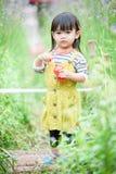 Murdannia giganteum和女孩, 库存照片
