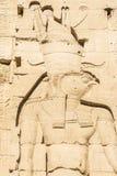 Mure cinzelando, o templo do Isis de Philae, Egito fotografia de stock
