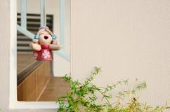 Mure a textura com o quadrado vago e a boneca de suspensão da argila Imagem de Stock Royalty Free