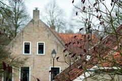 Muren en daken van leuke traditionele gebouwen ergens in Amsterdam Royalty-vrije Stock Afbeeldingen