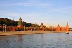 Muren en torens van Moskou het Kremlin Rusland Royalty-vrije Stock Afbeelding