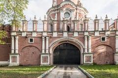 Muren en torens van Russische sumer van Moskou van het vestingsklooster Stock Afbeeldingen