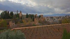 Muren en tuinen van Alhambra, Andalusia, Spanje Stock Afbeelding