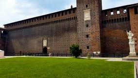 Muren op Sforza-Kasteel in Milaan, Italiaans beroemd oriëntatiepunt, vesting sightseeing stock afbeelding
