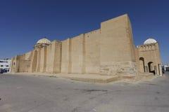 Muren van de Grote Moskee van Kairouan, Tunesië Stock Afbeelding