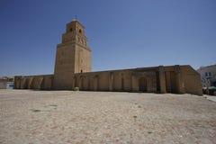 Muren van de Grote Moskee van Kairouan in Tunesië Stock Afbeelding