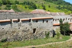 Muren van de versterkte Saksische kerk Biertan, Transsylvanië stock foto's