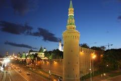 Muren van het Kremlin bij nacht in Moskou Rusland Royalty-vrije Stock Afbeeldingen